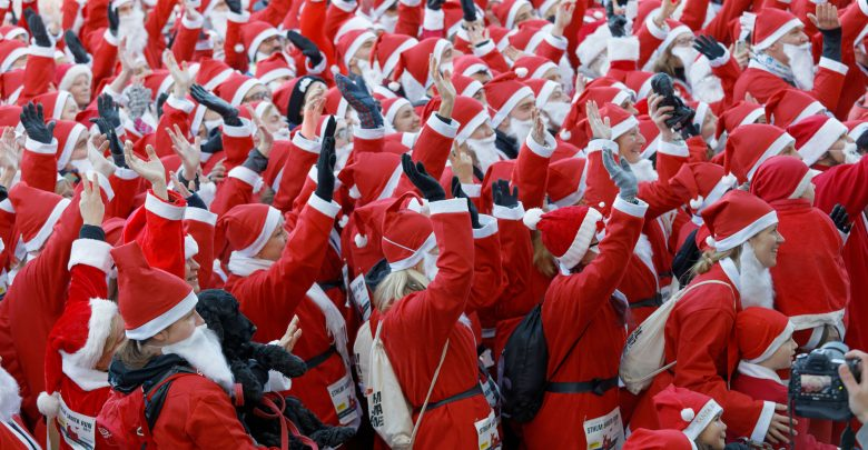 سباق سانتا للجري في دبي فستيفال سيتي