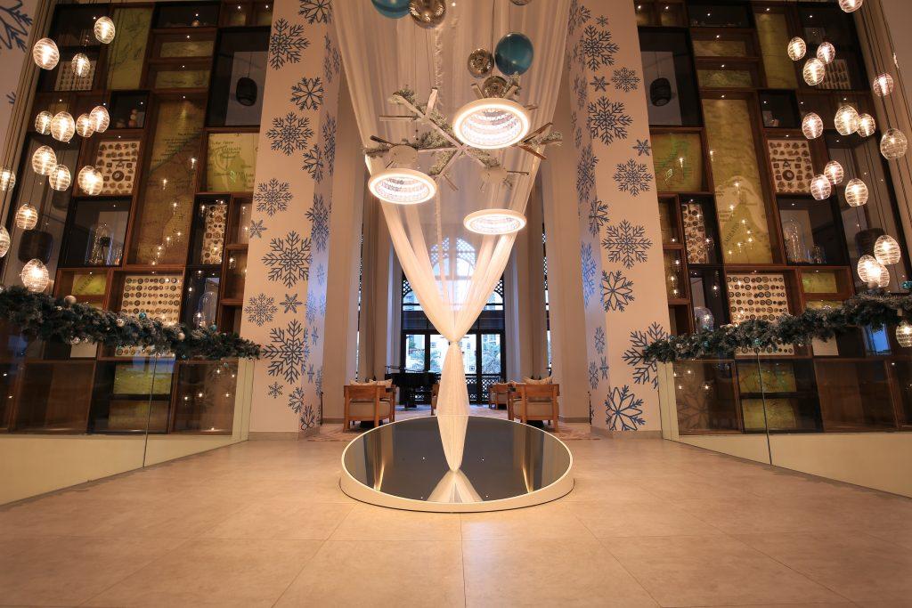 تركيب فني مُضيء في فندق فيدا وسط المدينة