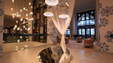 Photo of تركيب فني مُضيء في فندق فيدا وسط المدينة