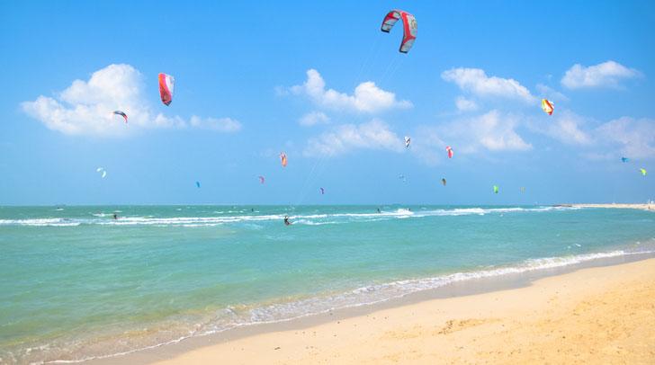 شاطئ الطائرة الورقية Kite Beach