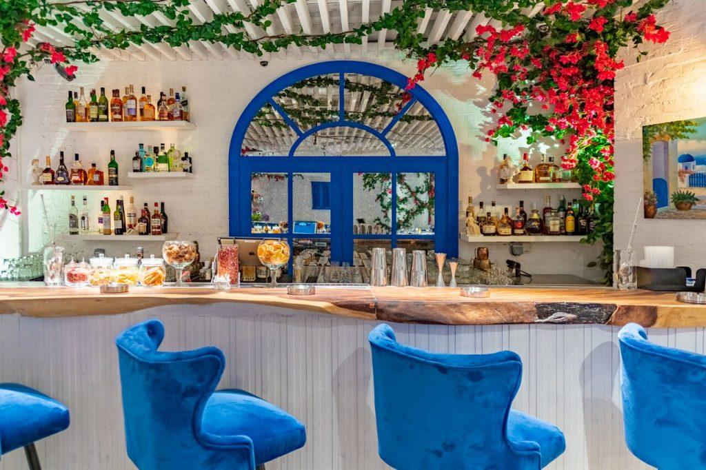 مطعم أوبا اليوناني