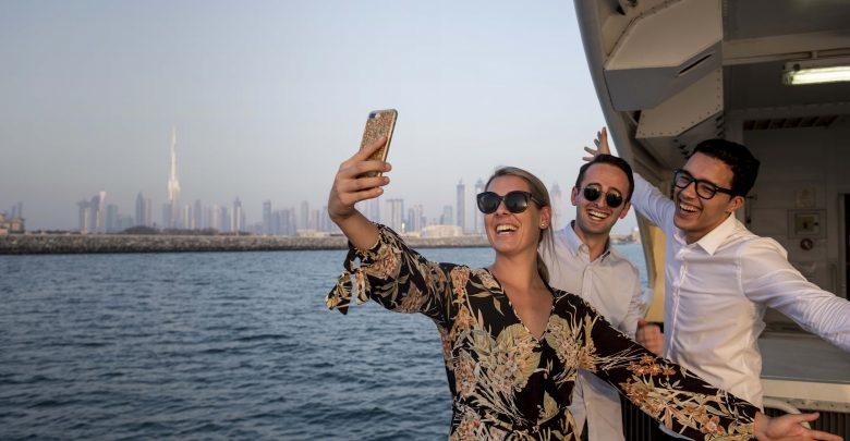 تعرف على خدمة قوارب فيري بين دبي مول ومارينا مول
