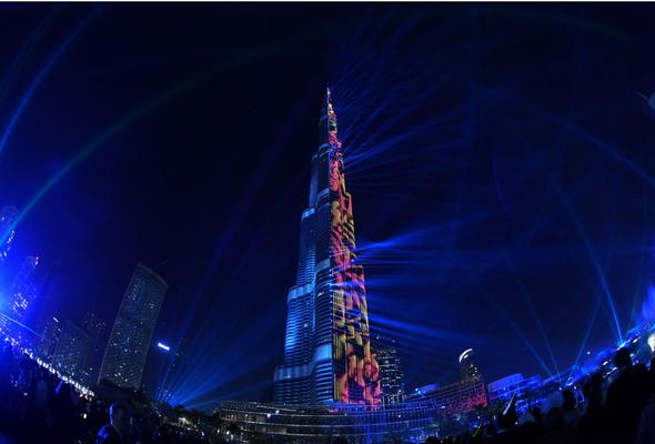عرض الألعاب النارية في برج خليفة إحتفالاً برأس السنة 2018