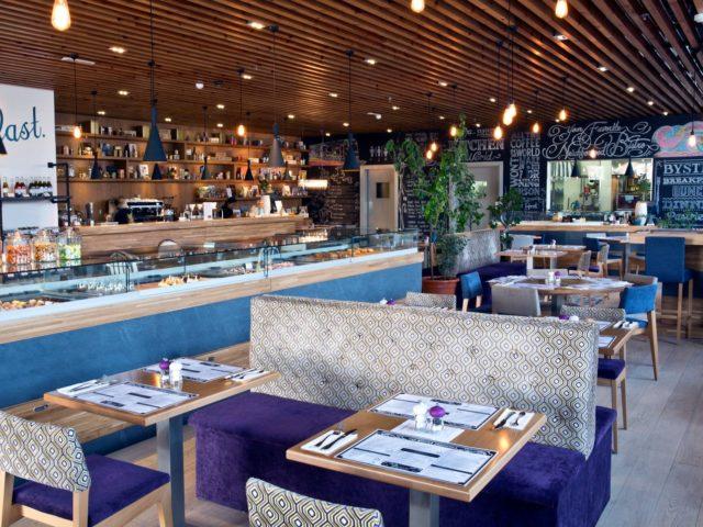 مطعم بيسترو ، المنارة