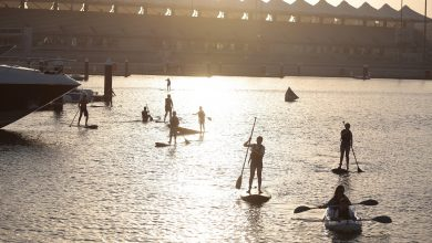 Photo of دروس رياضة التجديف على الألواح المائية في مرسى ياس مارينا
