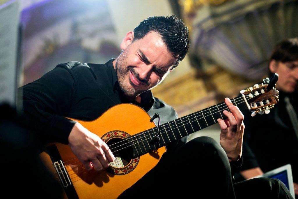 حفل عازف الفلامنكو والجيتار كارلوس بينيانا في أبوظبي