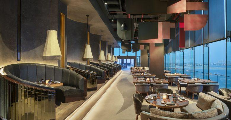 مطعم أكيرا باك في فندق دبليو دبي النخلة