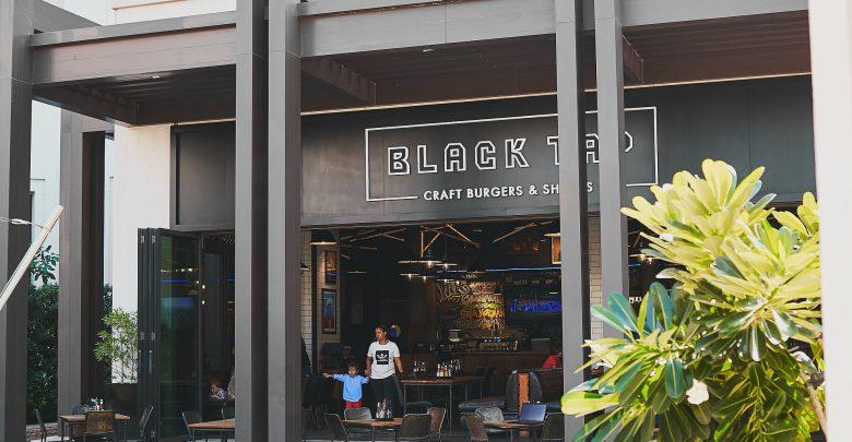 مطعم بلاك تاب في فندق جميرا النسيم