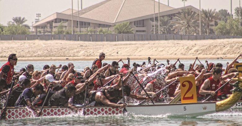 تحدي قوارب التنين في مرسى بلازا الخور