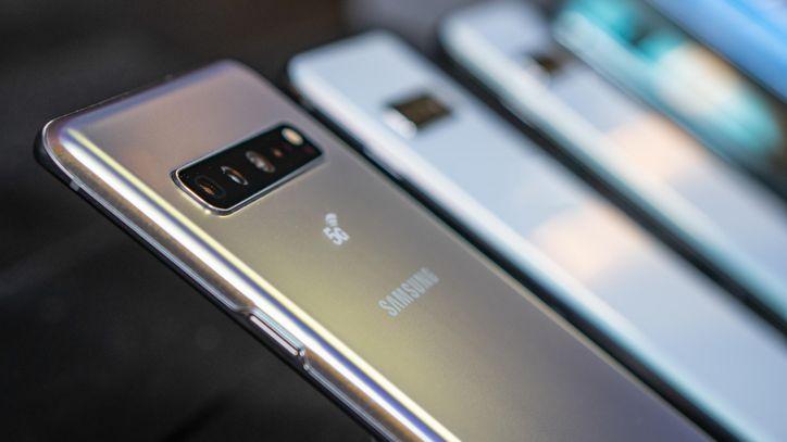 خدمة الطلب المسبق على هواتف مجموعة Galaxy S10 في الإمارات