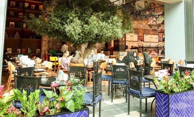 مقهى أورث Urth Caffé