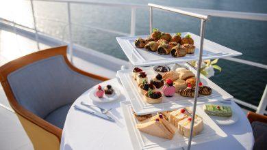 Photo of وجبة شاي بعد الظهر عند مقدمة سفينة كوين إليزابيث 2