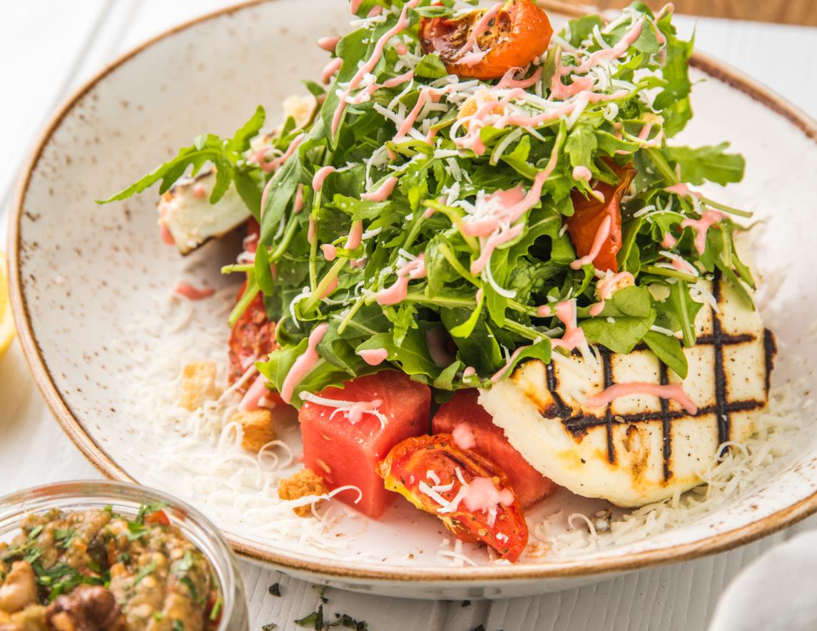 مطعم إيت غريك كوزينا يقدم حسم 25% على قائمة طعامه