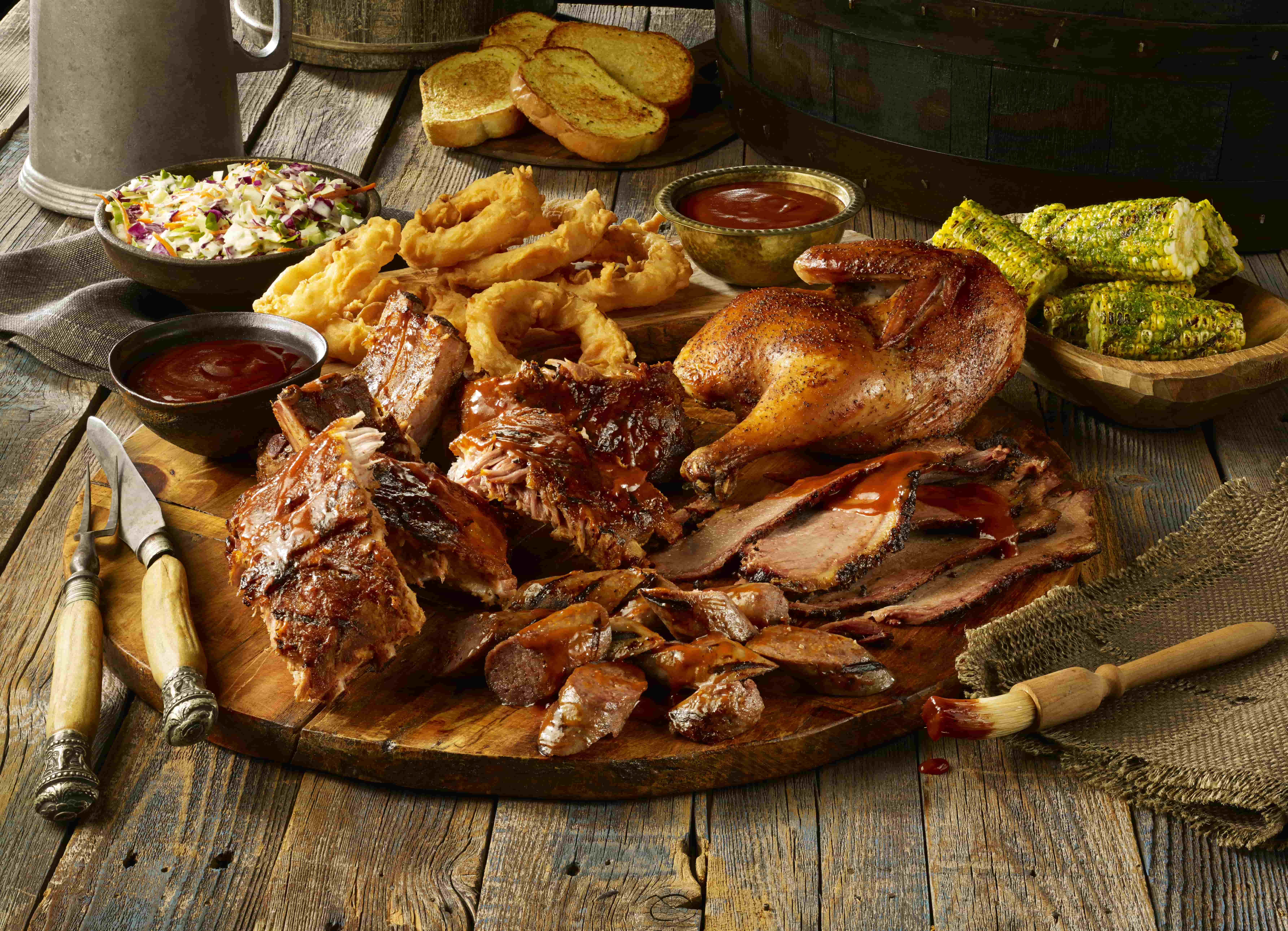 قائمة طعام جديدة لمطعم تي جي آي فرايديز الأمريكي في دبي