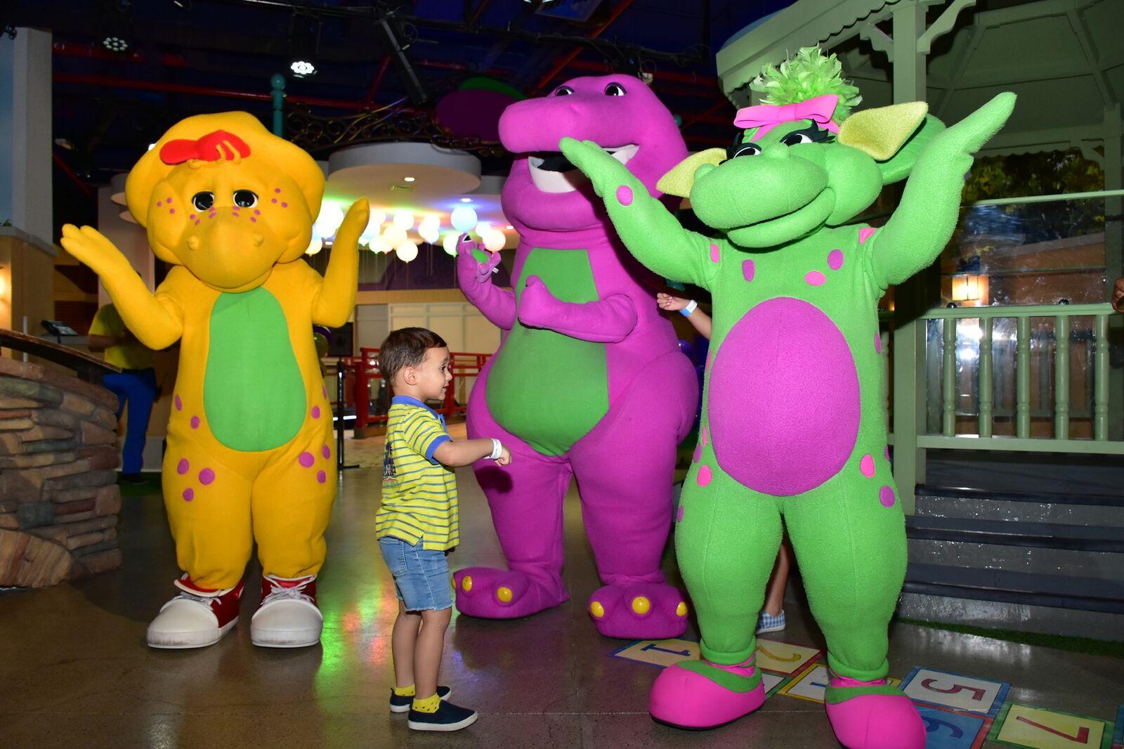 مدينة الألعاب ماتيل بلاي تاون تنظم نزهة مع بارني و اصدقاءه