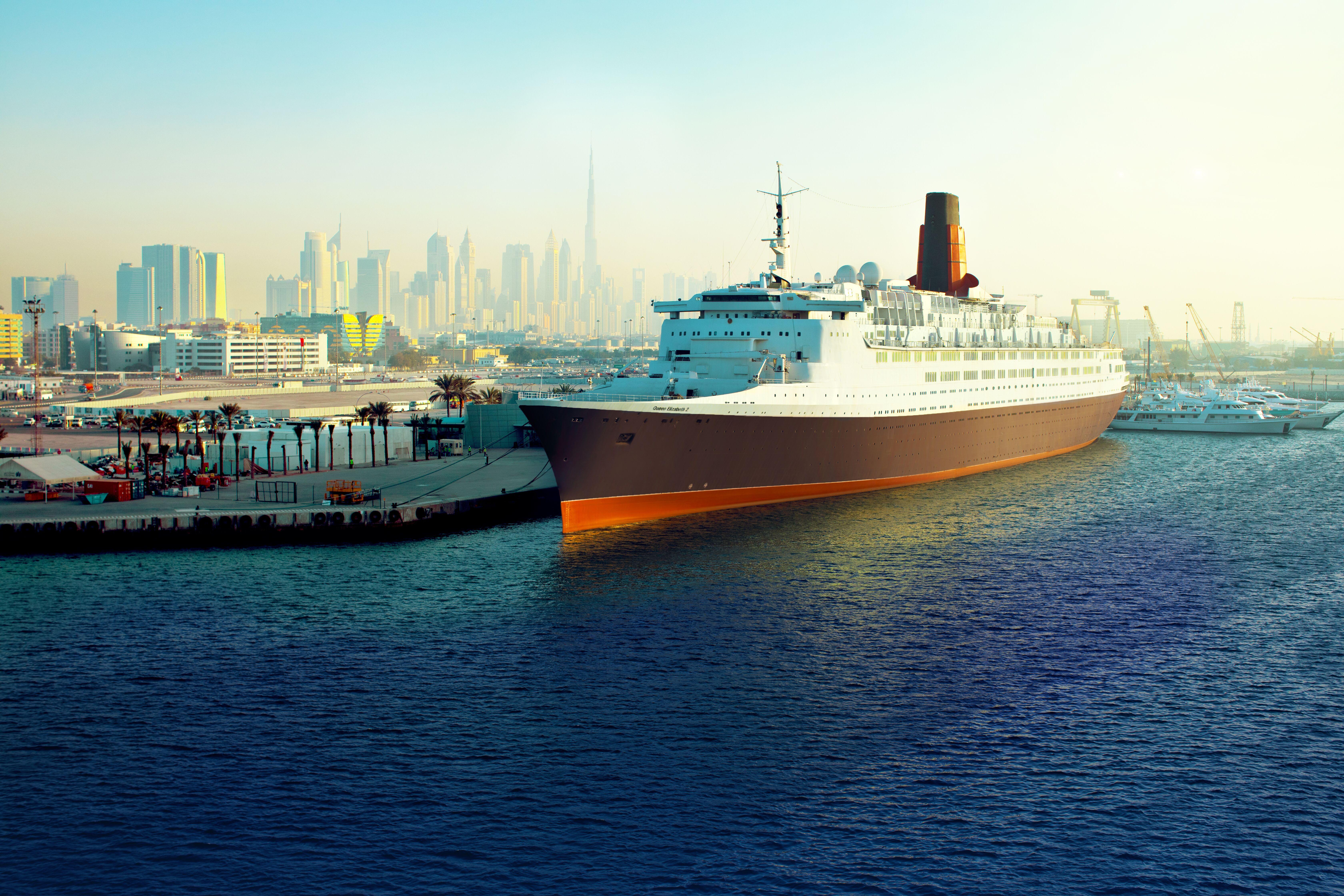 سفينة كوين إليزابيث 2 يحتفل بالعيد الثالث والتسعينللملكة إليزابيث الثانية