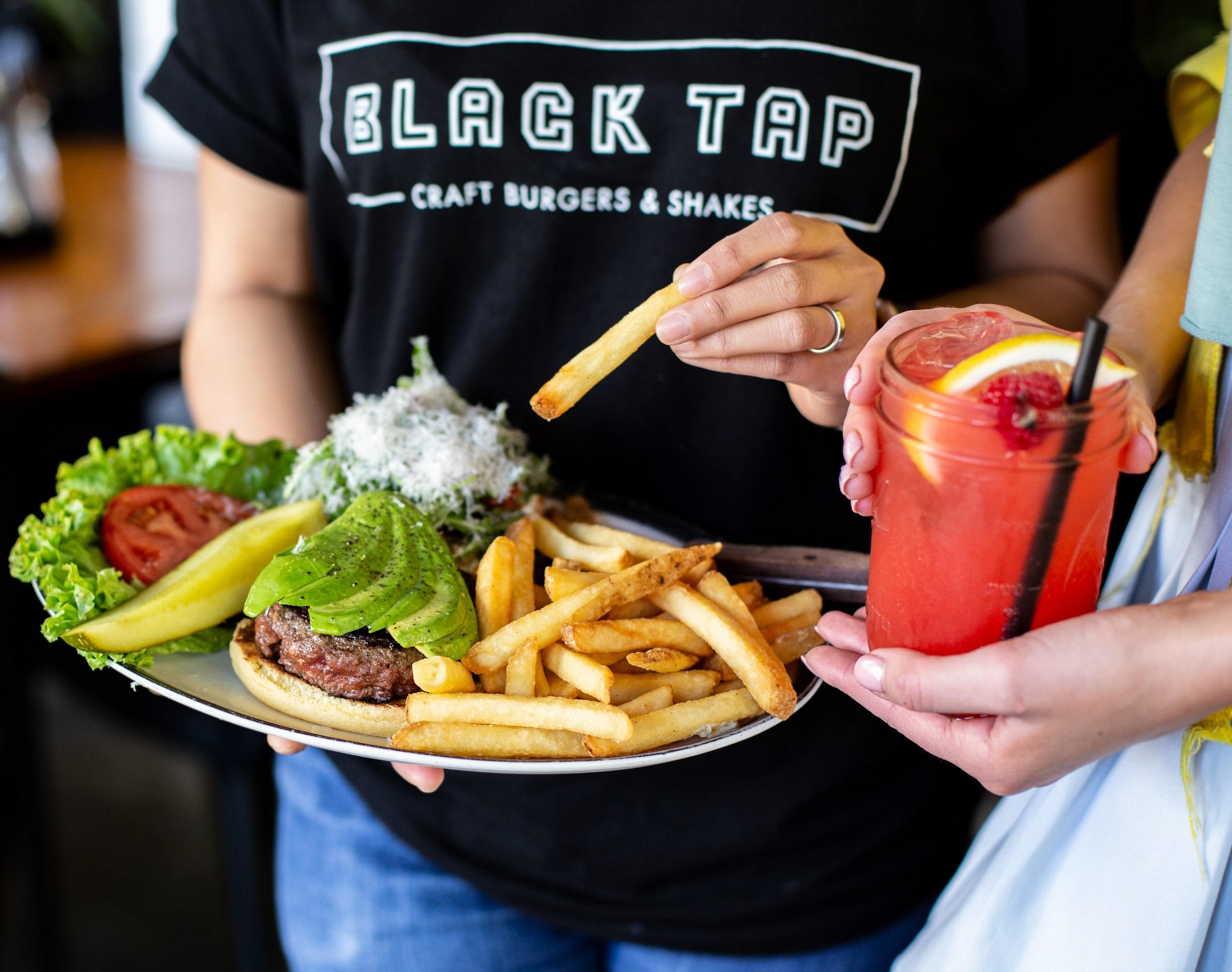 مطعم بلاك تاب يطلق قائمة طعام جديدة