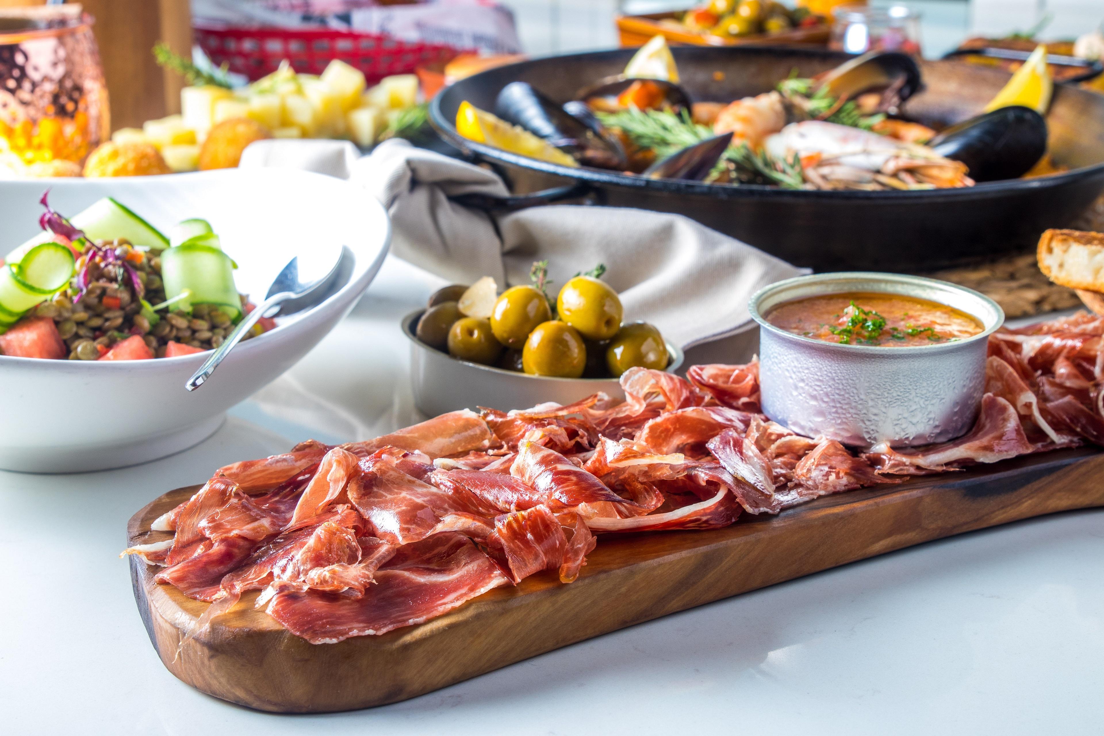 مطعم إل سور يطلق قائمة طعام جديدة مستوحاة من المطبخ الإسباني