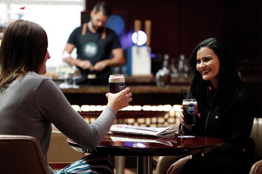 فندق فور بوينتس باي شيراتون الشارقة يقدم لضيوفه قهوة النتروجين الجديدة