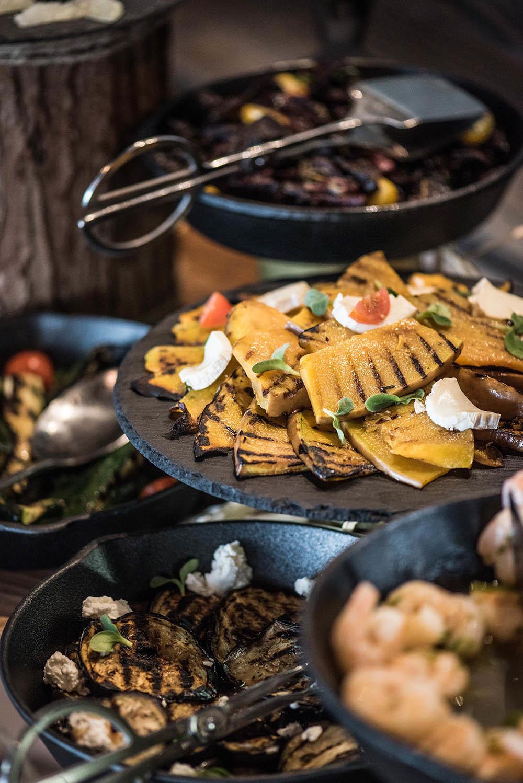 إكتشف غداء يوم الجمعة A la Maison في مطعم بوريفاج دبي