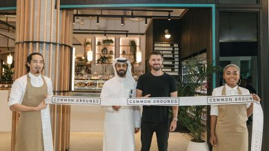 صورة إفتتاح فرعٍ جديد لمقهى كومون جراوندز في أبراج بحيرات جميرا دبي