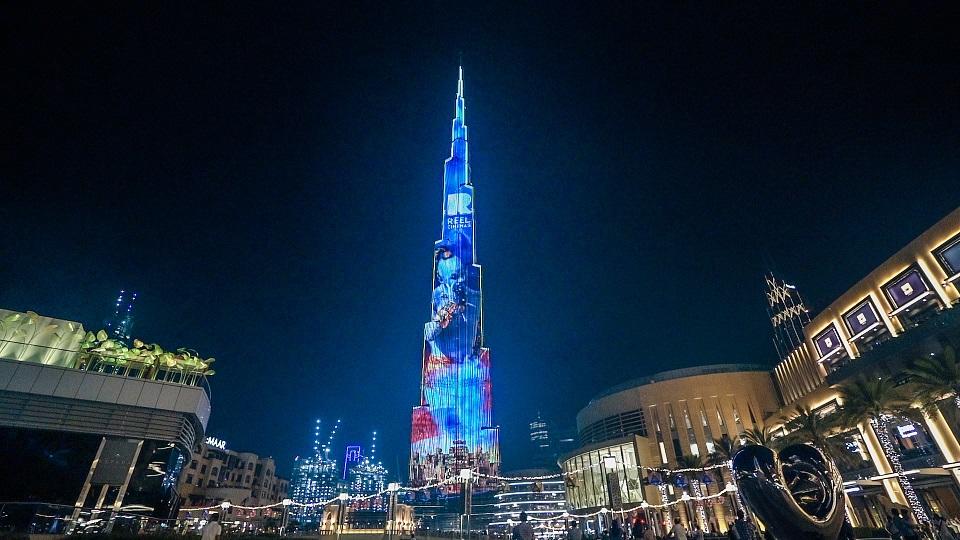 واجهة برج خليفة تتألق بصور و عروض رائعة لشخصيات فيلم علاء الدين