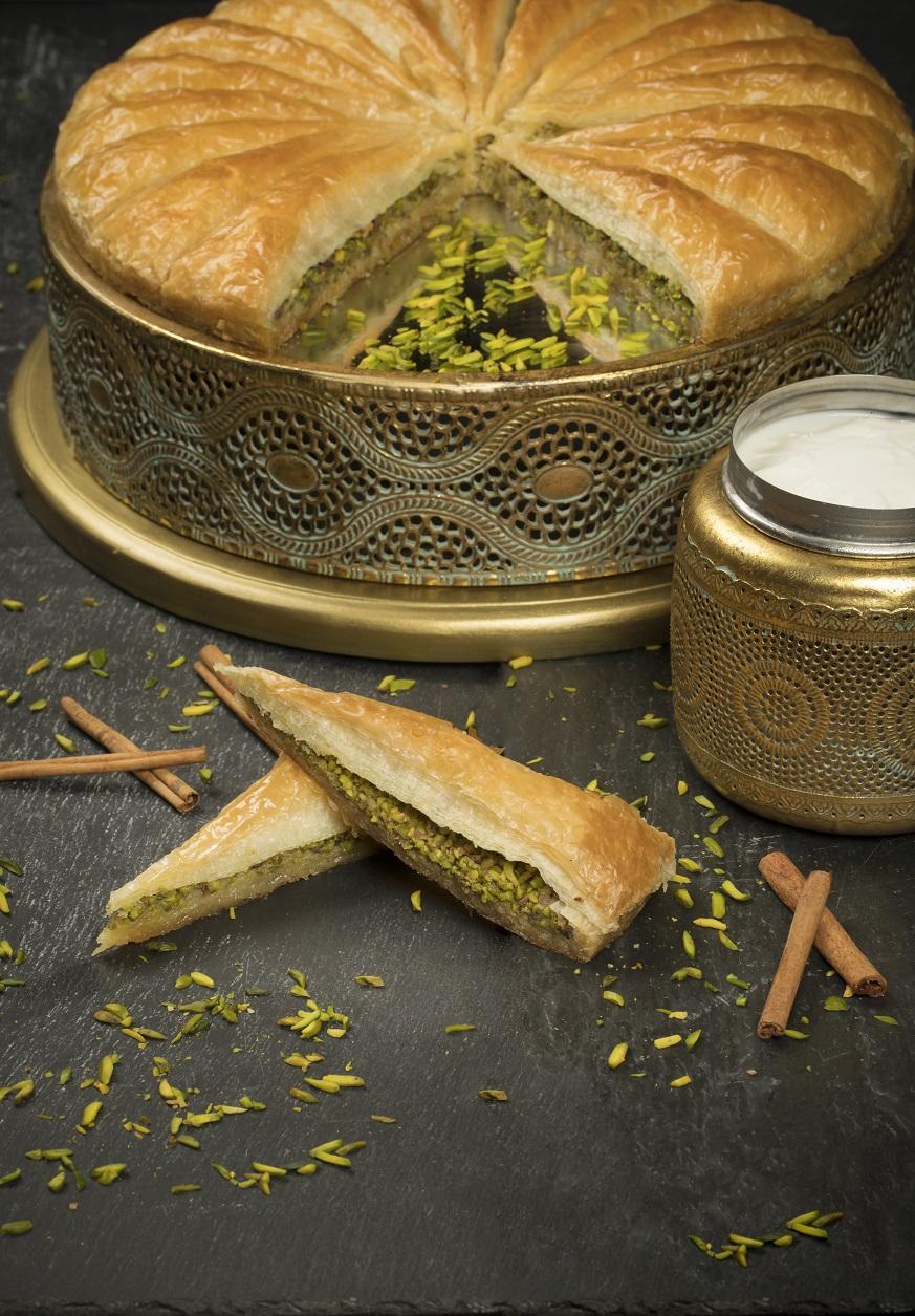 منتجع سانت ريجيس السعديات يقدم تجربة حلويات جديدة و لذيذة