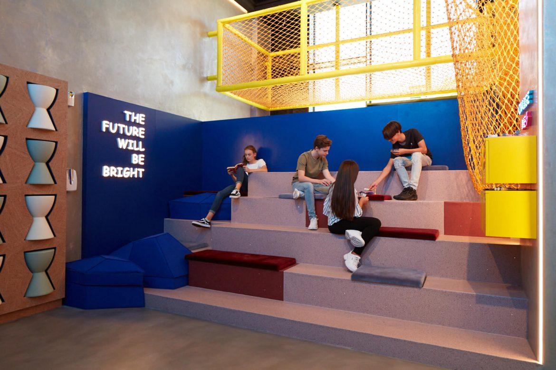 منتجع سيزرز بلوواترز دبي يحتضن نادي روم الملاذ الحصري للمراهقين