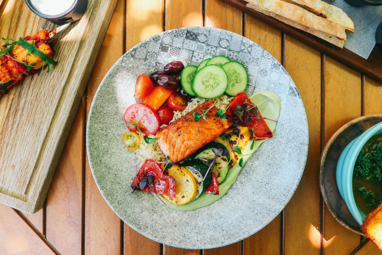 مطعم باونتي بيتس يقدم بوفيه إفطار صحية خلال رمضان المبارك