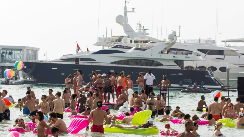 شاطئ براستييقدم عطلة الصيف حافلة بالأجواء الرائعة والعروض لا تنسى