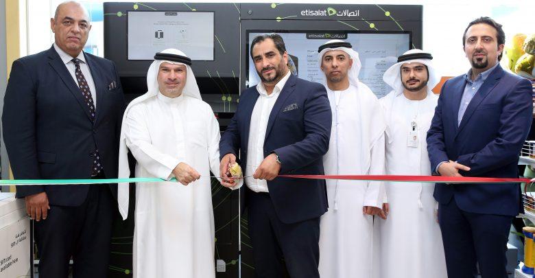 إتصالات توفر آلة بيع ذاتية للهواتف الذكية هي الأولى من نوعها في أبوظبي