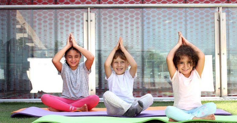 دبي تستضيف أكبر حدث عائلي خاص لليوغا إحتفالاً باليوم العالمي لليوغا