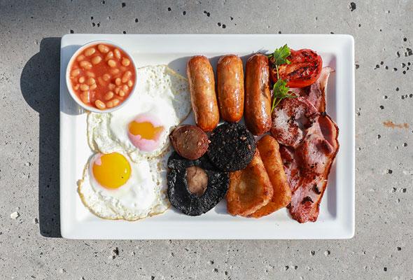6 أماكن للحصول على فطور إنجليزي كامل ولذيذ في إمارة دبي