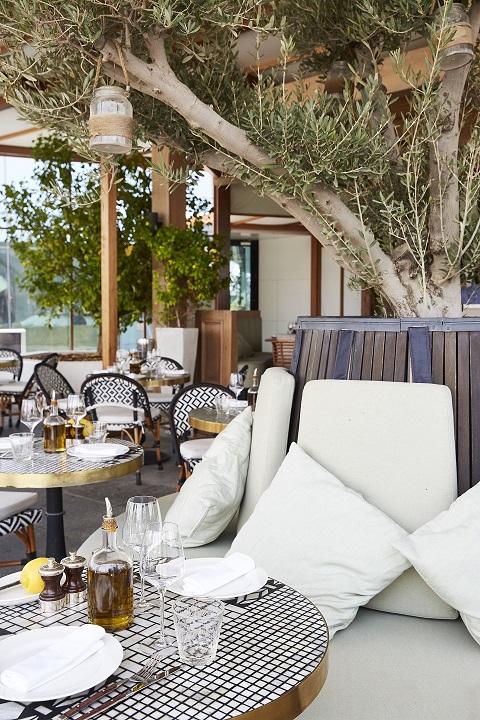 المطعم الفرنسي كارين يفتتح تراسه الخارجي طوال الصيف