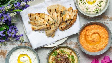 صورة مطعم أوبا يقدم البرانش اليوناني السخي على طريقة ميكونوس
