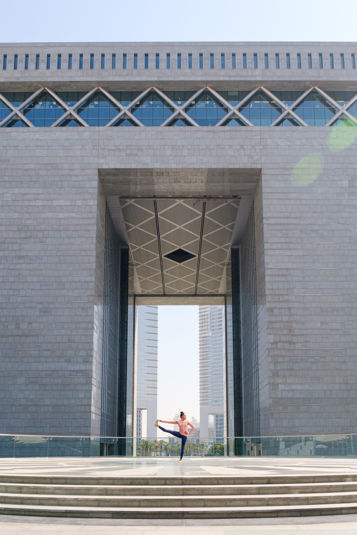 مركز دبي المالي العالمي ينظم جلسة يوغا للتخلص من التوتر والإجهاد