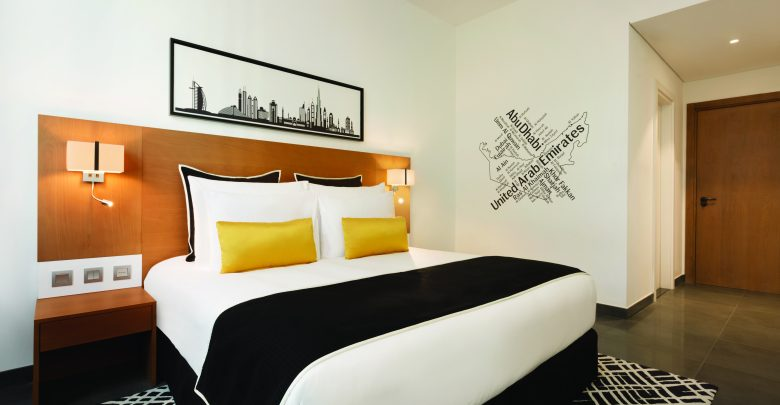 فندق تريب باي ويندام دبي يقدم باقة إقامة مميزة لعشاق الكوميديا