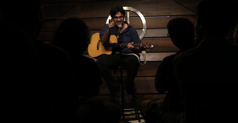 عرض الكوميدي كارونيش تالوار في بوليوود باركس دبي