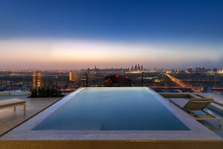 فندق فايڤ قرية جميرا دبي يفتتح أبوايه أخيراً بعد طول إنتظار