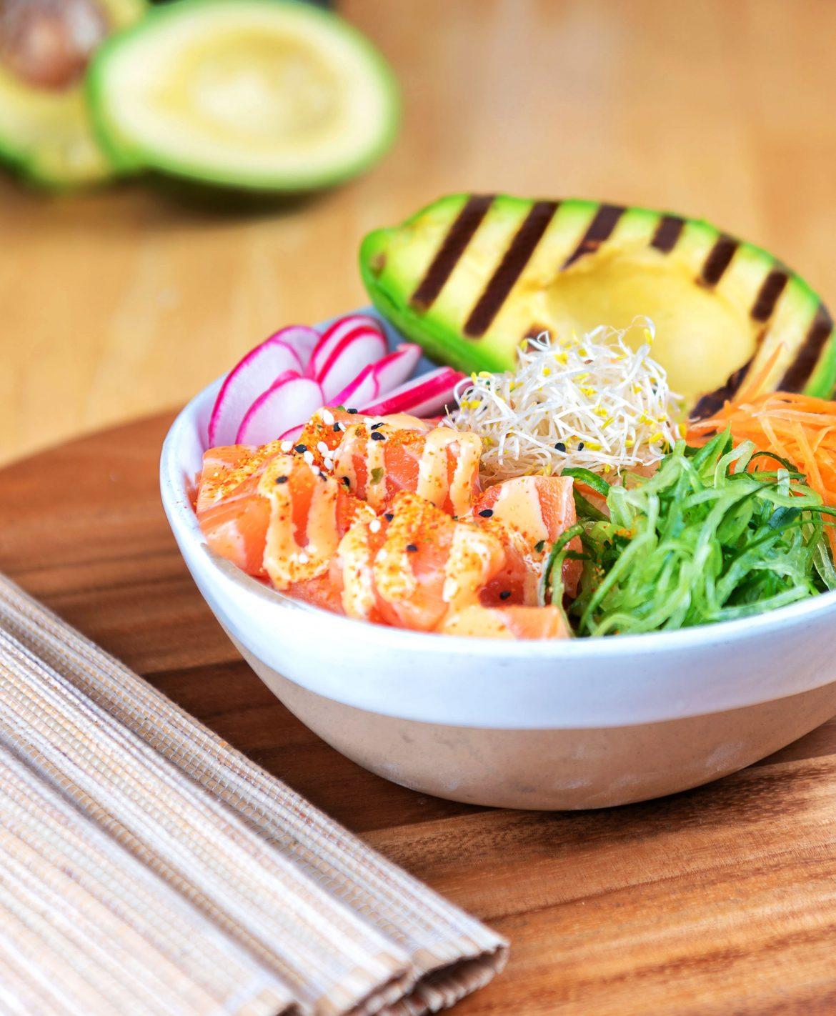 مطعم سوشيال هاوس دبي يطلق قائمة الطعام بوك بول