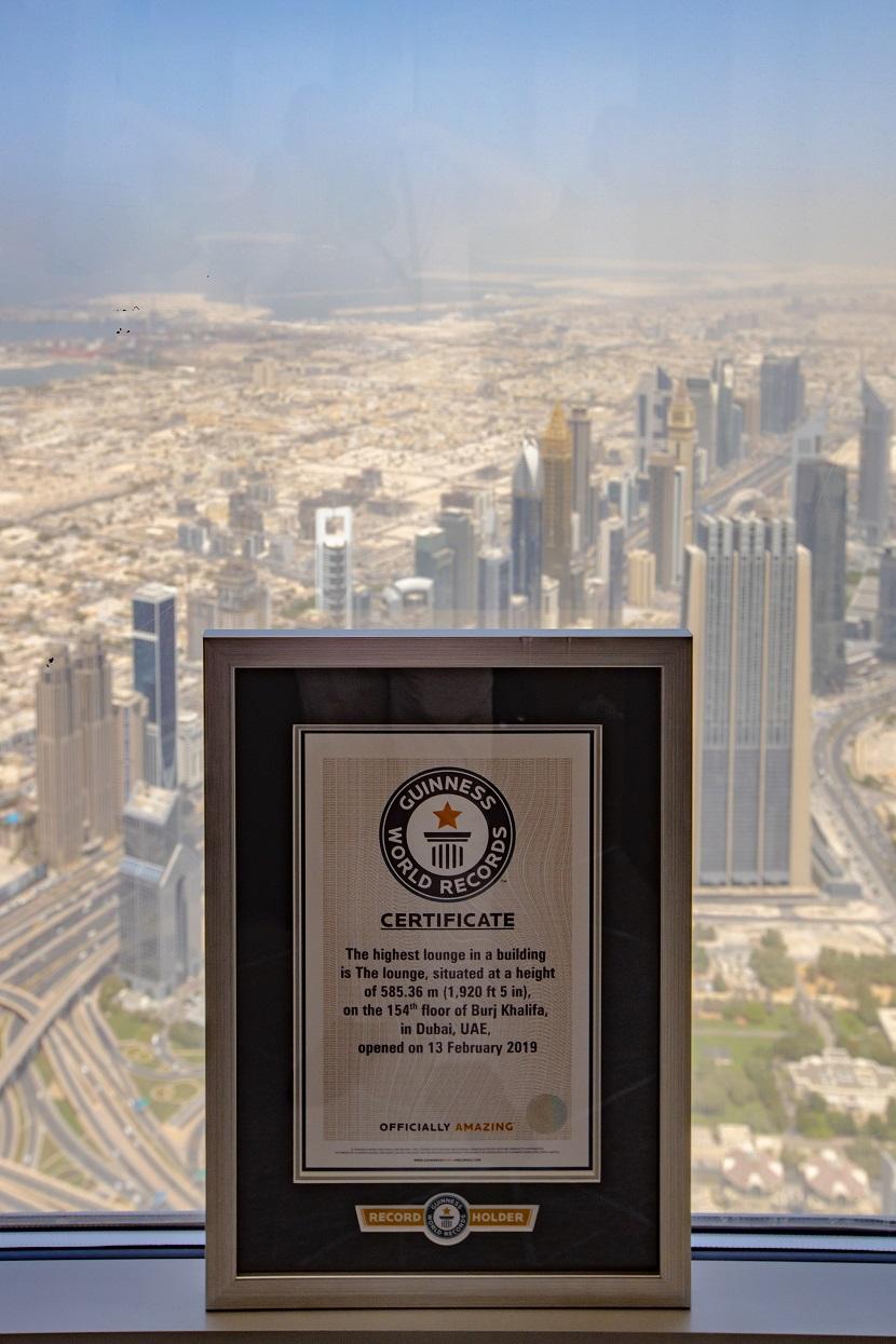 ذا لاونج برج خليفة يحقق رقم قياسي جديد في موسوعة جينيس