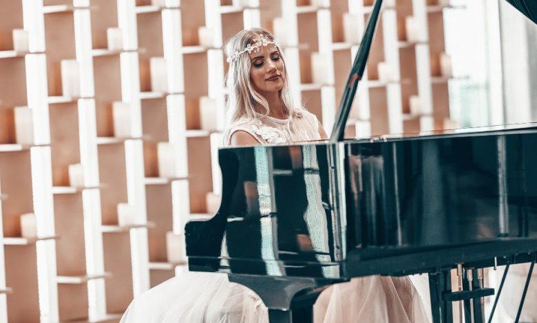 عازفة البيانو الأكثر شهرة في دبي