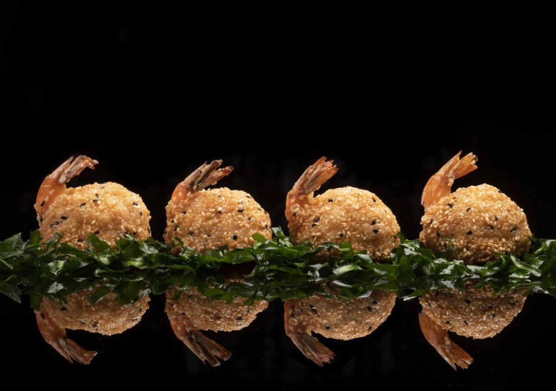 مطعم هاكاسان أبوظبي يقدم برانش مسائي فاخر على التراس