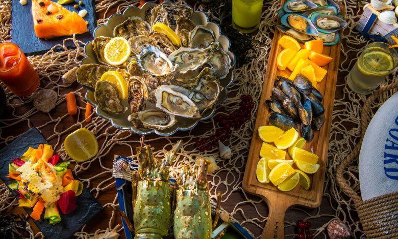 مطعم ذا ماركت يقدم أمسيات عشاء تحتفي بالمطابخ عالمية