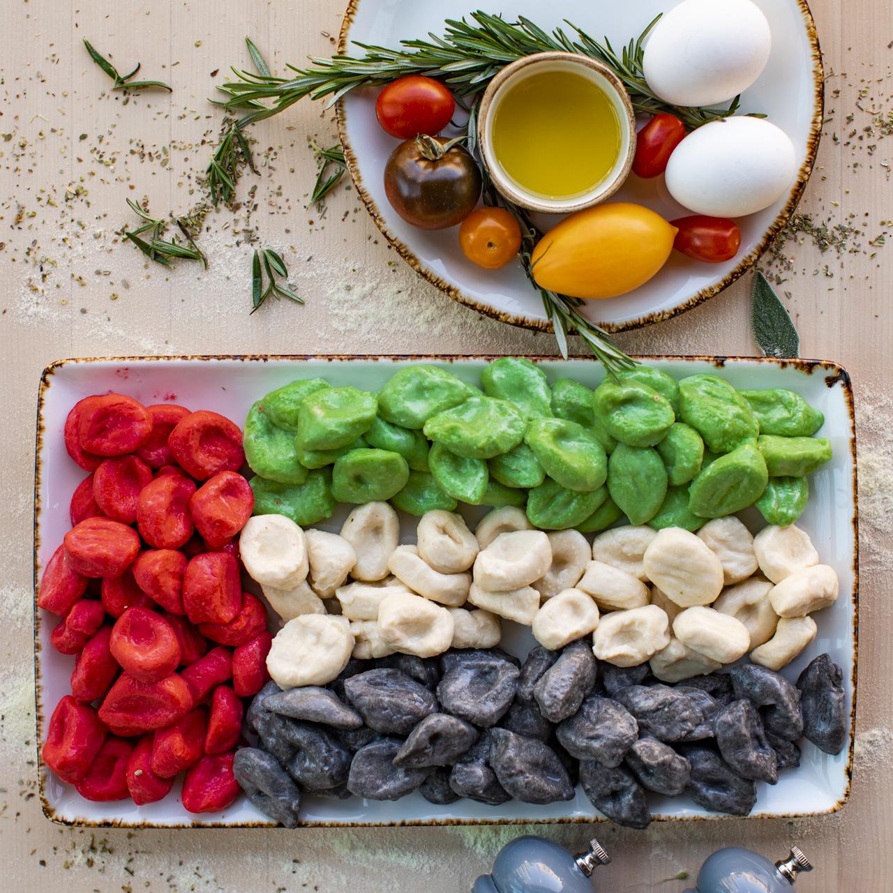 أصناف الطعام بلون العلم الإماراتي في مطعم كاباتسو