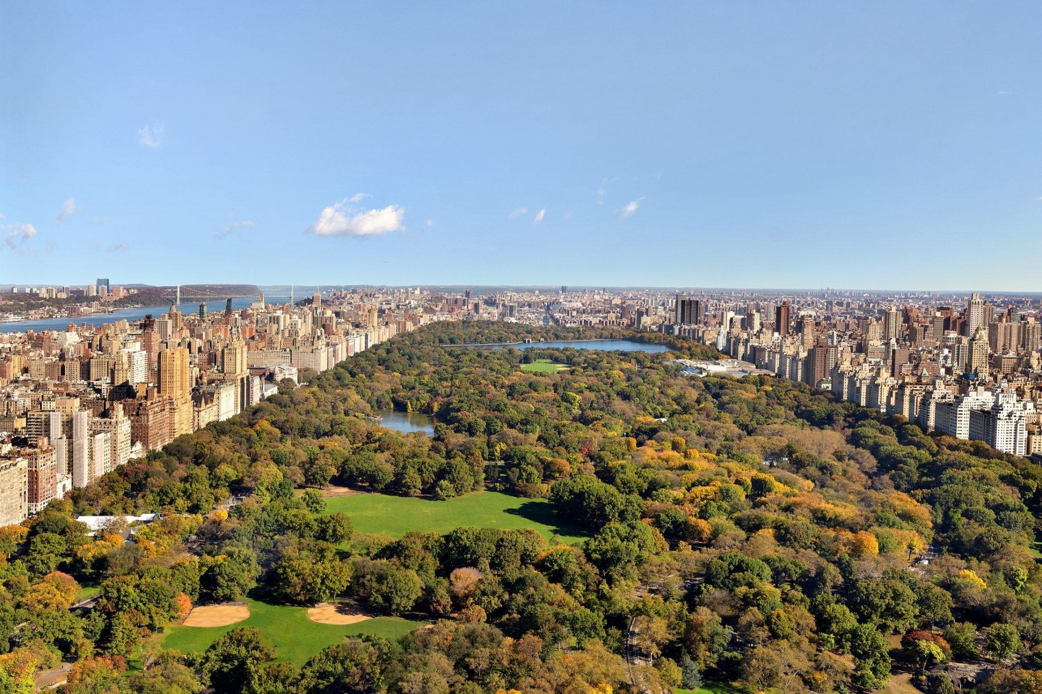 إطلالة جناح مانهاتن سكاي أعلى جناح فندقي في نيويورك على حدائق سنترال بارك الشهيرة