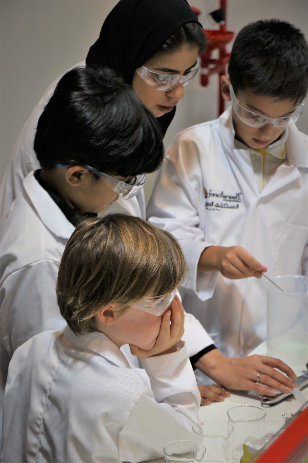مدينة الطفل دبي تستضيف مختبر علوم فورشرفيلت المستكشف الصغير