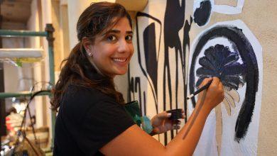 صورة سوق مدينة جميرا يتزين بأعمال 7 من أشهر الفنانات في الإمارات