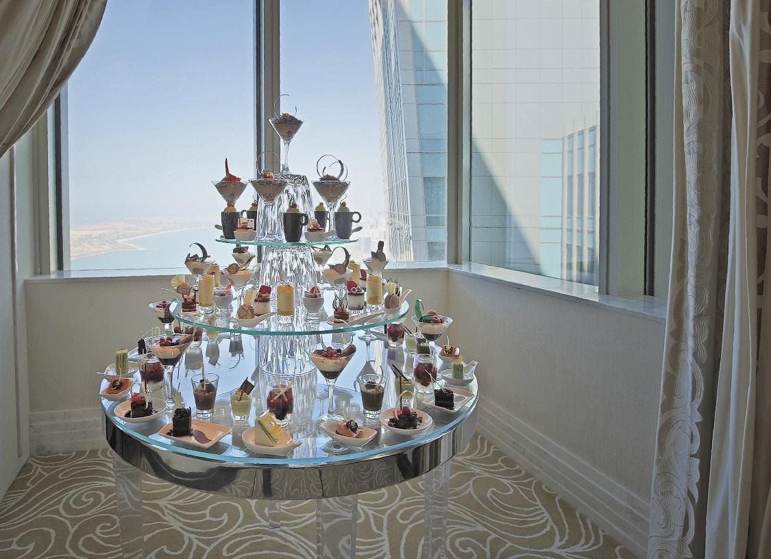 جناح أبوظبي المعلق الأعلى من نوعه في العالم