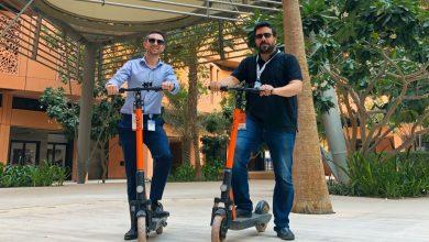 صورة أول خدمة لتأجير دراجات السكوتر الكهربائية في مدينة مصدر أبوظبي